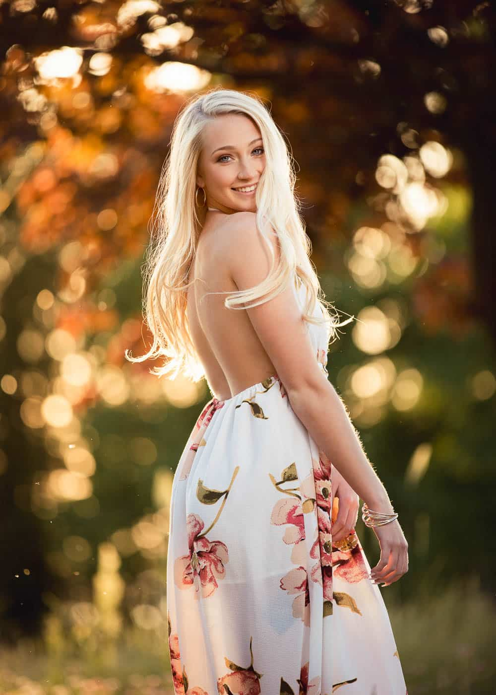 Green Bay Wisconsin girls Senior pictures in a field 5