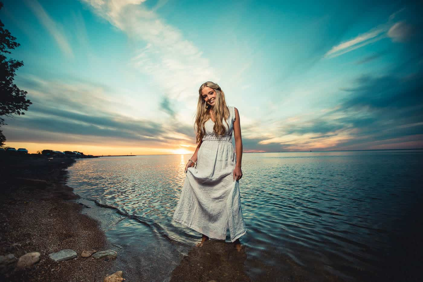 Green Bay Wisconsin girls Senior pictures in the water