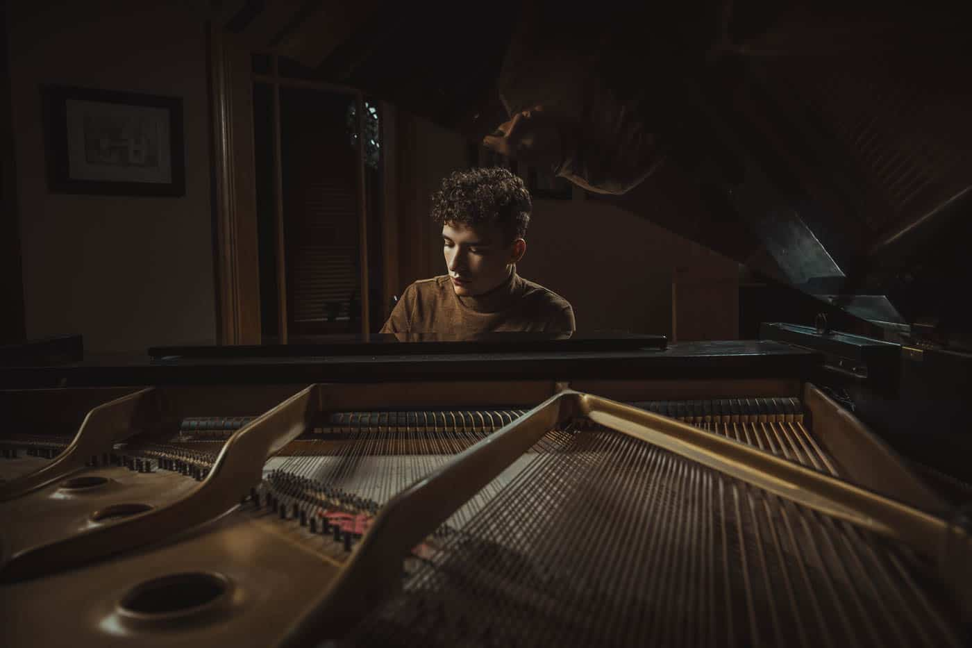 Portraits with grand piano